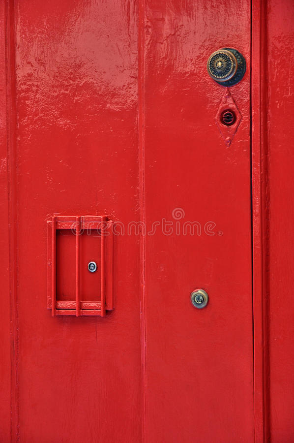 La Francia, fine su di vecchia porta rossa fotografie stock