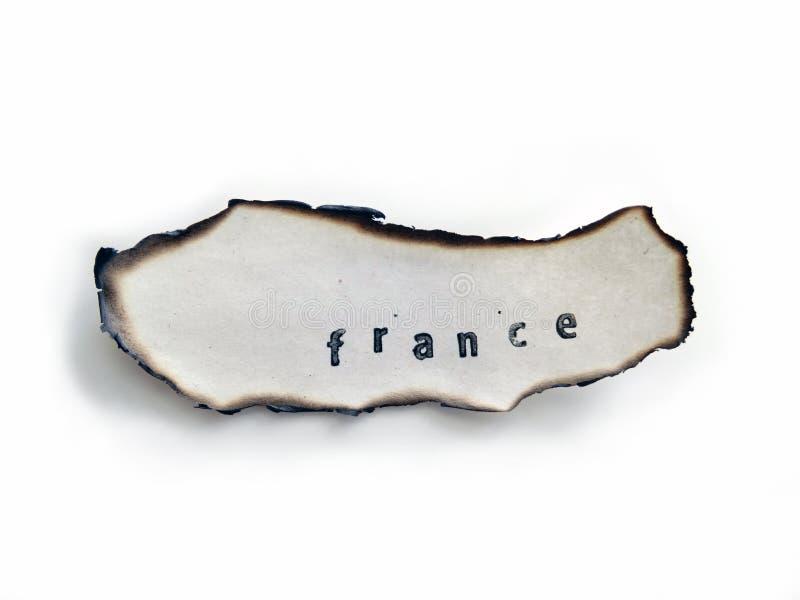 La Francia ha timbrato su una vecchia carta bruciata, fuoco aprile 2019 fotografia stock libera da diritti