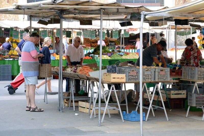 La Francia, il mercato pittoresco di Versailles fotografia stock libera da diritti