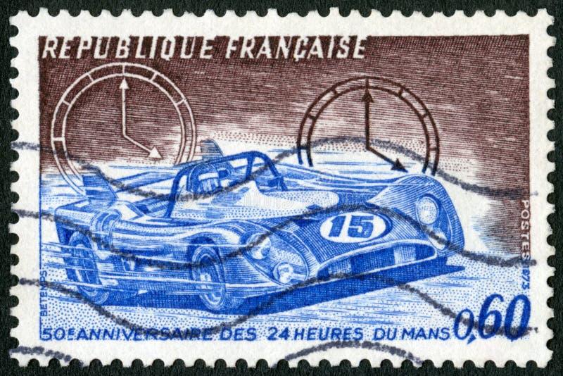 La FRANCIA - 1973: manifestazioni vettura da corsa ed orologi, 24 corse di automobile di ora a Le Mans, cinquantesimo anniversari fotografia stock libera da diritti