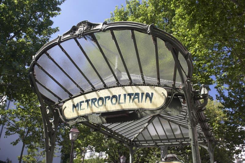 La Francia, Parigi, entrata alla stazione di metropolitana fotografia stock libera da diritti