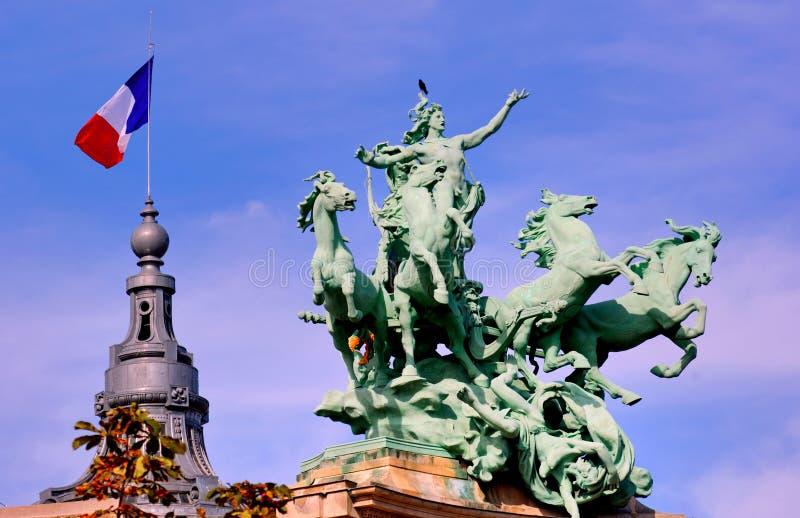 La Francia, Parigi: statua di grande Palais fotografia stock