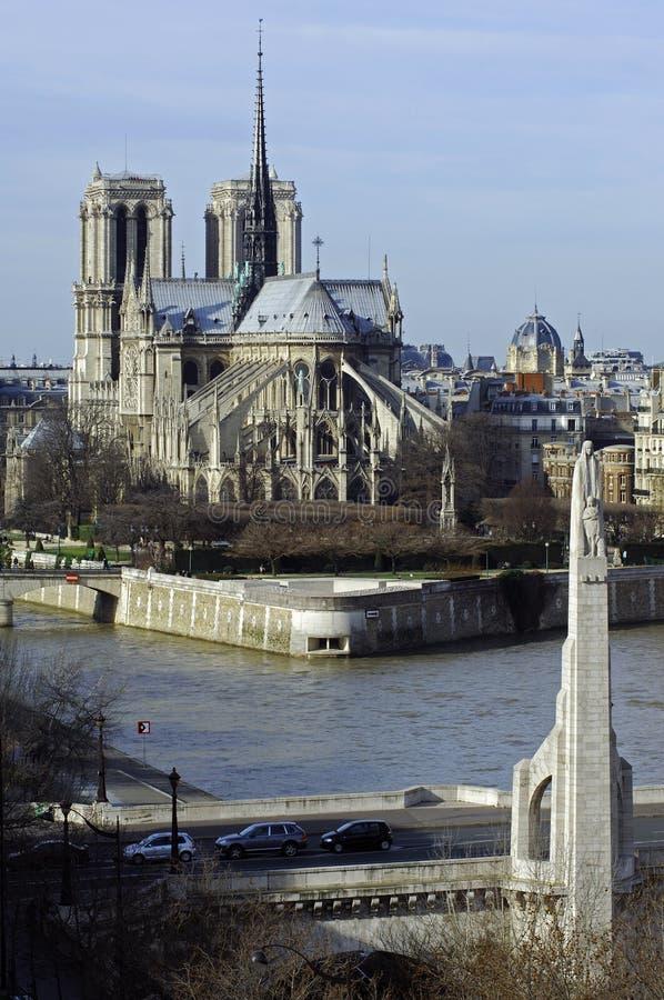La Francia, Parigi; vista della città con la cattedrale immagine stock libera da diritti