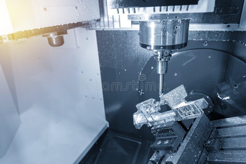 La fresadora del CNC de 5 ejes fotos de archivo