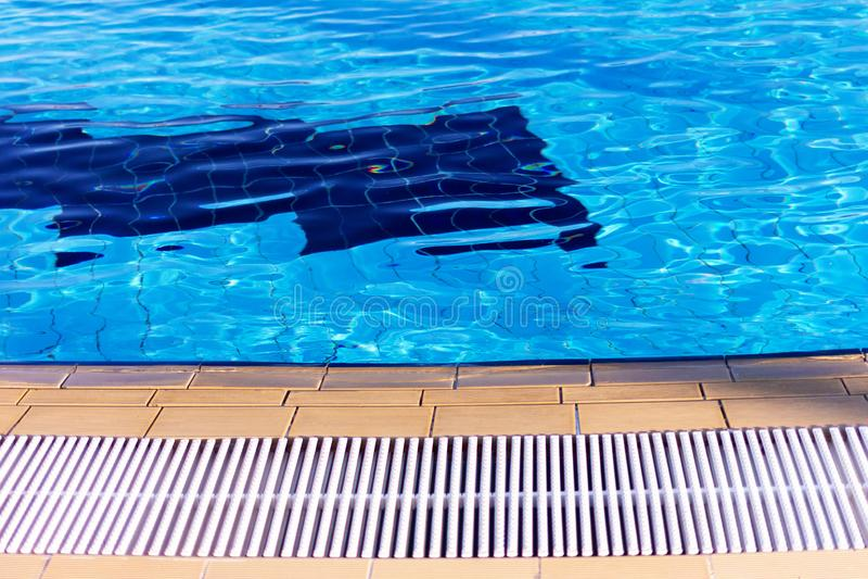 La frontière de la piscine photographie stock