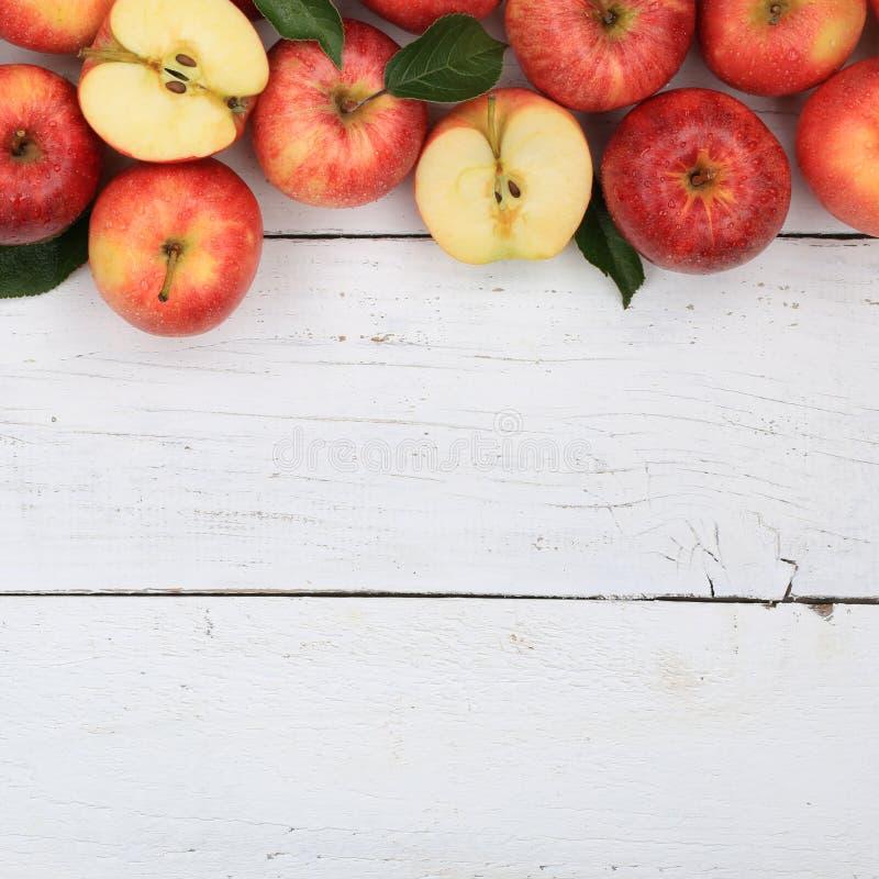 La fruta de la manzana de las manzanas da fruto opinión superior del copyspace del cuadrado rojo foto de archivo