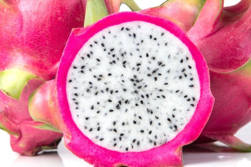 La frutta fresca del drago o frutta di Pitahaya isolata su bianco fotografia stock libera da diritti