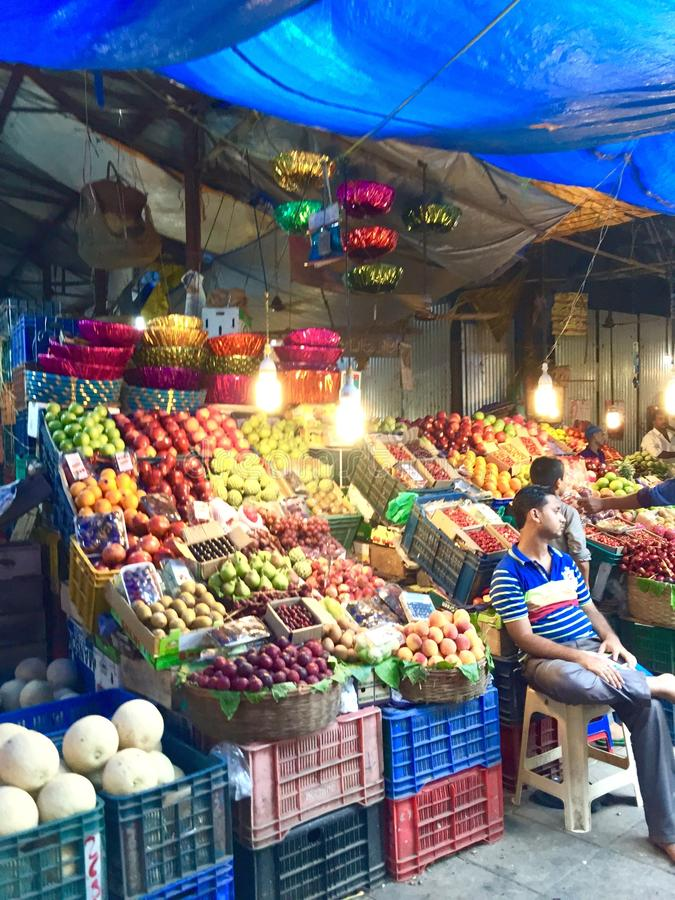 La frutta si blocca in Crawford Market, Mumbai, India fotografia stock