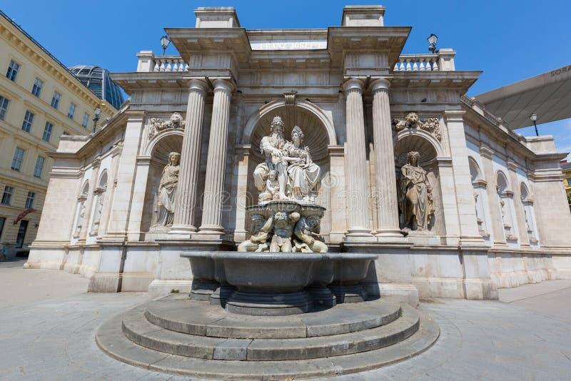 La fuente de Danubius, llamó Danubiusbrunnen en alemán, en Albertina Museum en Viena, Austria imagen de archivo libre de regalías