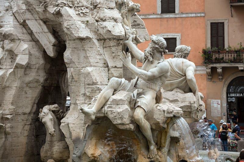La fuente de los cuatro ríos - plaza Navona, Roma fotos de archivo