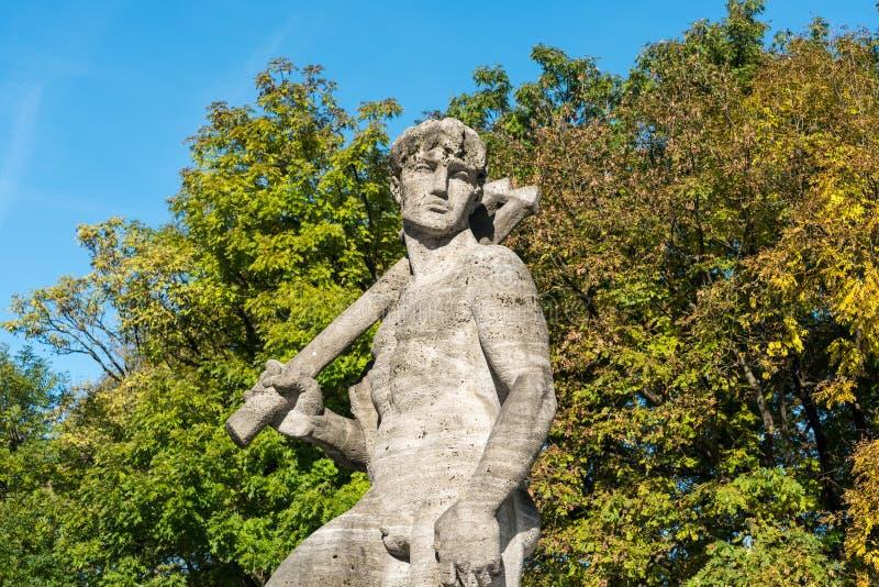 La fuente de Neptuno adentro altera el jardín botánico de Munich, Alemania fotos de archivo libres de regalías