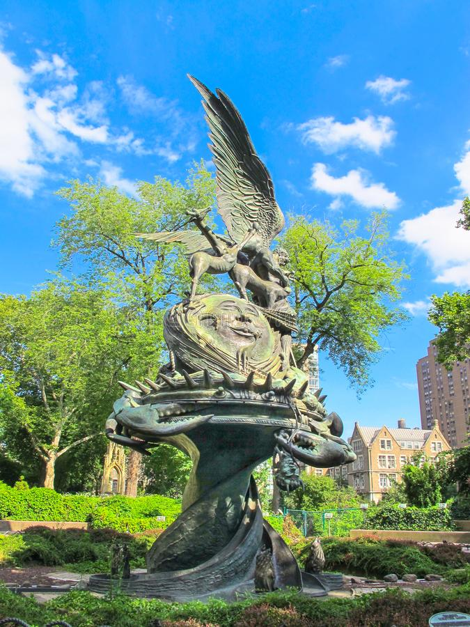 La fuente de la paz en la catedral de St John el divino, NYC imagenes de archivo