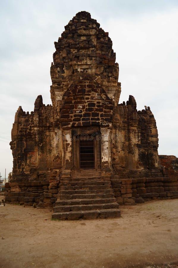 La fuente de Prang Sam Yot Lopburi Town Landmark en Tailandia fotografía de archivo libre de regalías