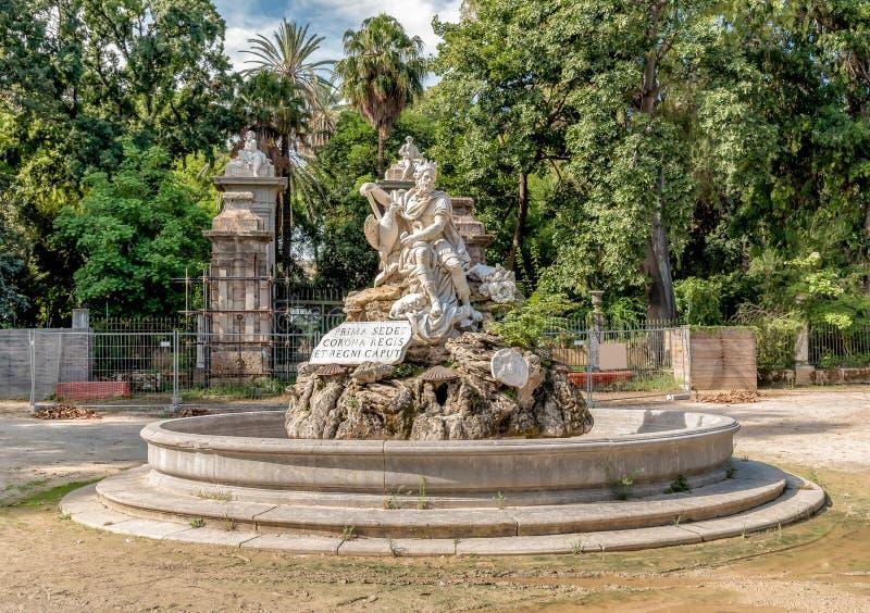 La fuente del Genio en el jardín de Julia del chalet en Palermo, Sicilia fotografía de archivo libre de regalías