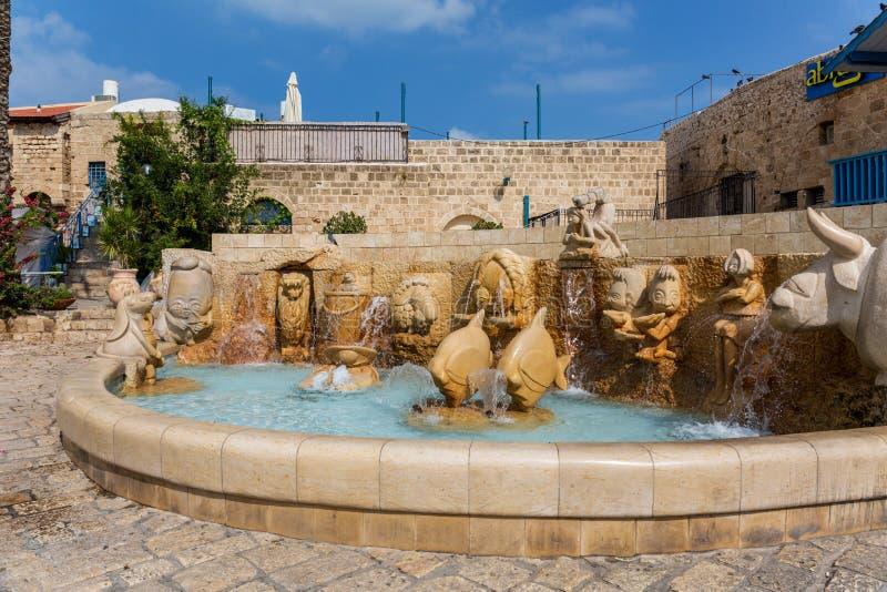 La fuente del zodiaco en el cuadrado de Kedumim en el Jaffa viejo Tel Aviv fotografía de archivo
