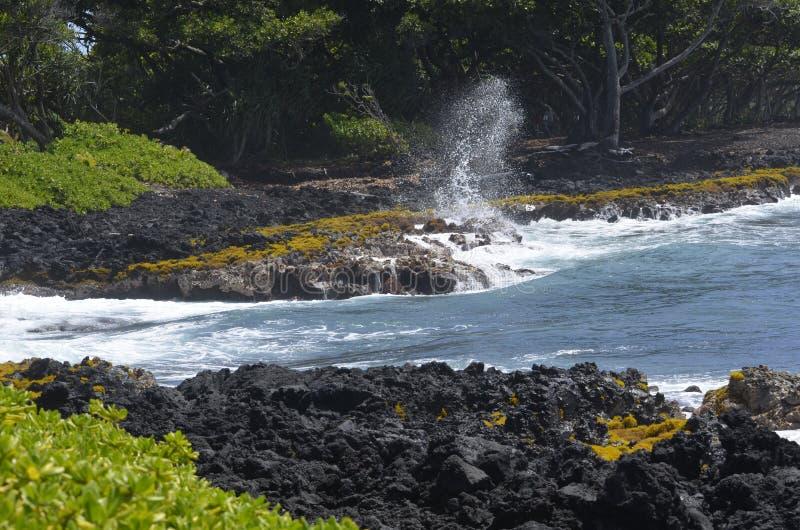 La furia del océano contra los bancos foto de archivo