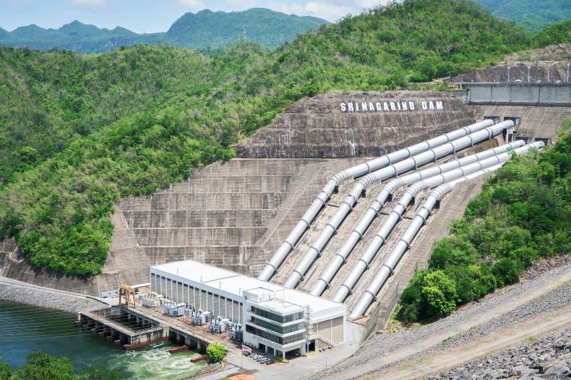 La génération d'énergie hydroélectrique au barrage de Srinakarin chez Kanc image libre de droits