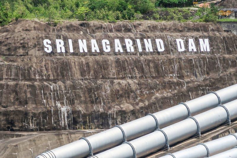 La génération d'énergie hydroélectrique au barrage de Srinakarin chez Kanc photographie stock libre de droits