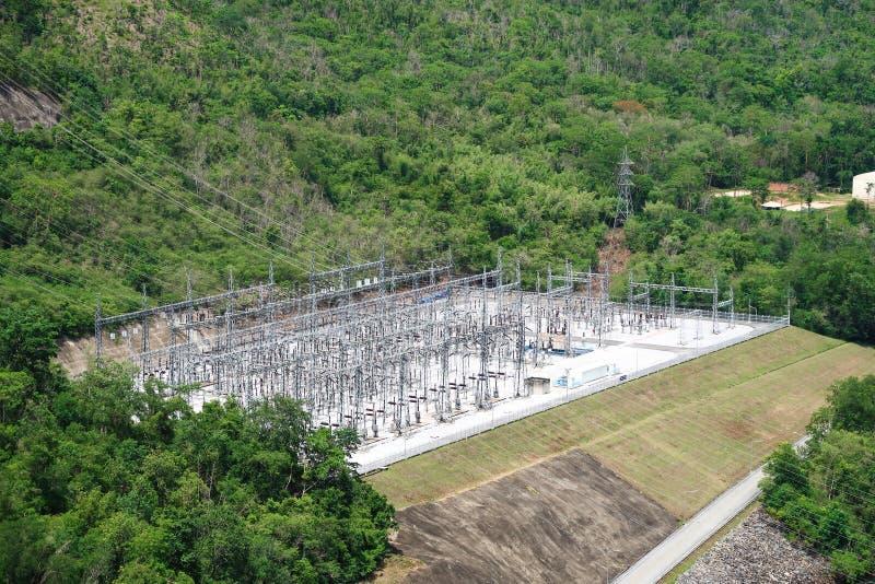 La génération d'énergie hydroélectrique au barrage de Srinakarin chez Kanc image stock