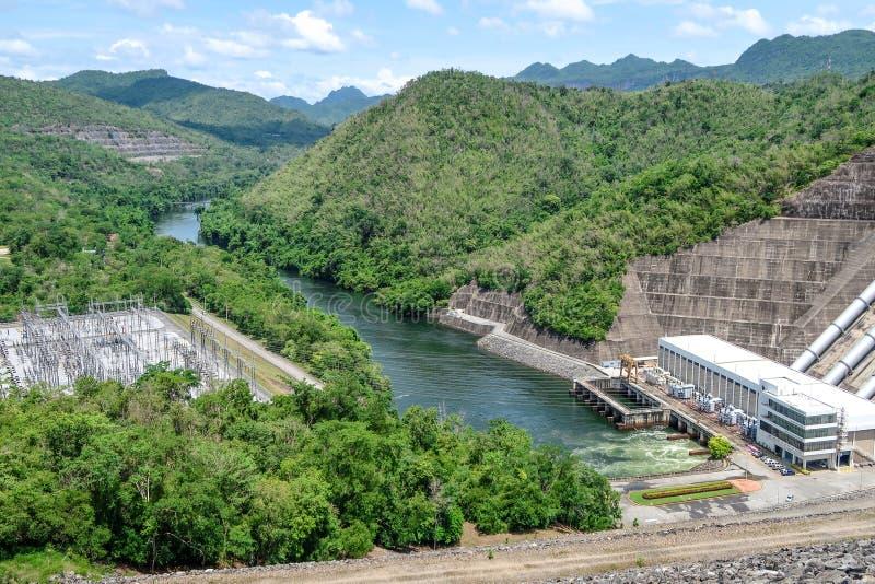 La génération d'énergie hydroélectrique au barrage de Srinakarin chez Kanc photo libre de droits