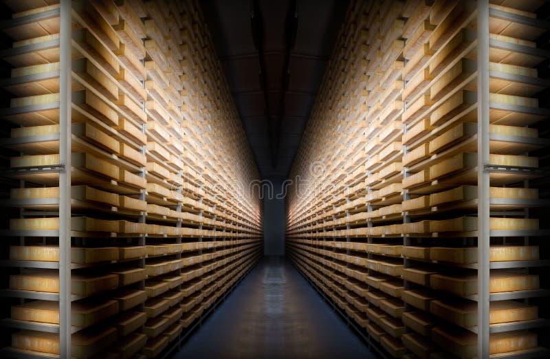 La géométrie dans la cave de fromage images stock