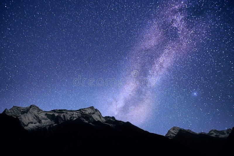 La galaxia de la vía láctea sobre el Himalaya Nepal, regi?n de Everest imagenes de archivo