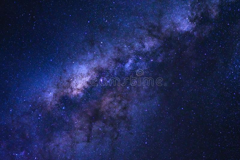 La galaxie de ciel nocturne étoilé et de manière laiteuse avec des étoiles et l'espace époussettent photos stock