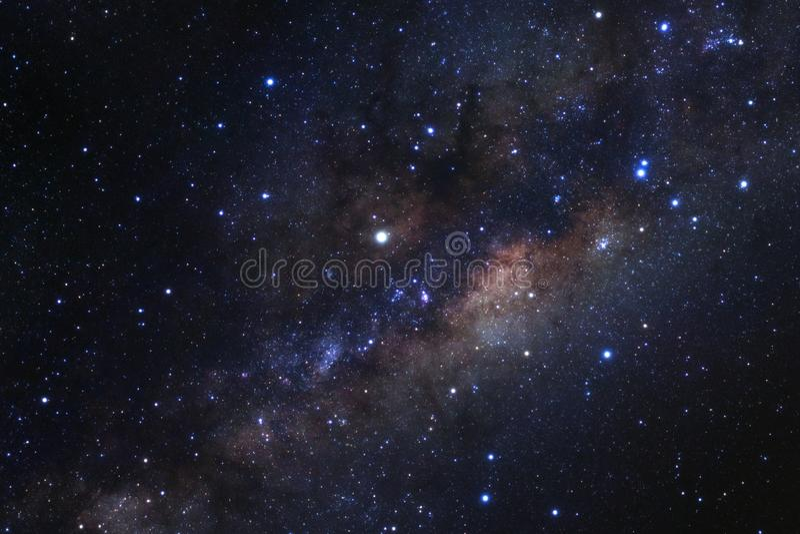 La galaxie de manière laiteuse avec des étoiles et l'espace époussettent dans l'univers photos libres de droits