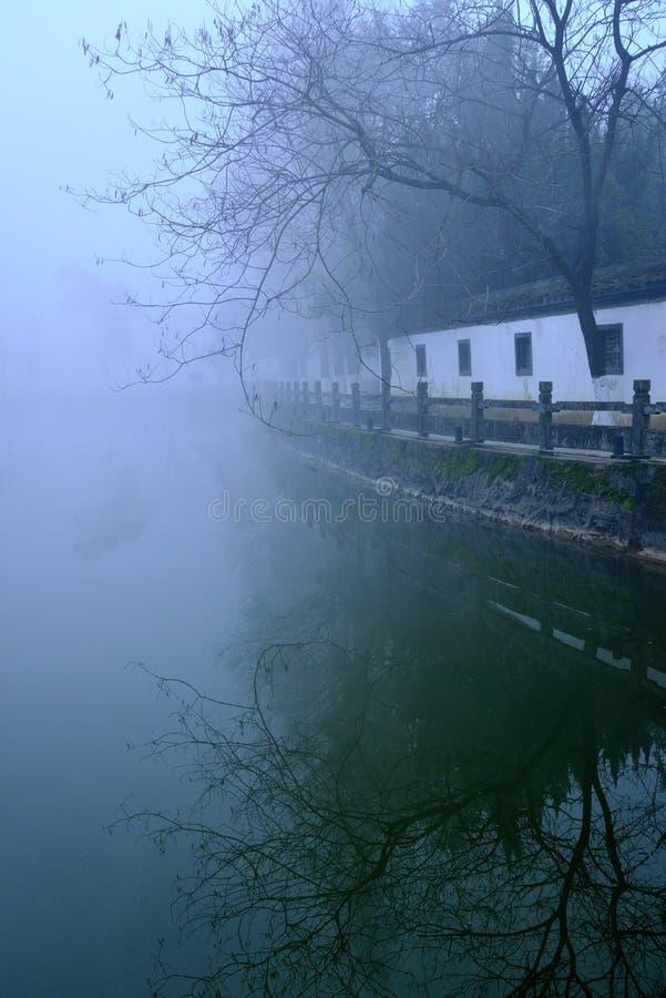 Galería antigua en la niebla foto de archivo libre de regalías