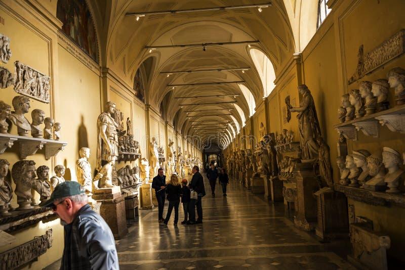 La galerie de sculpture des musées de Vatican à Rome Italie photographie stock libre de droits