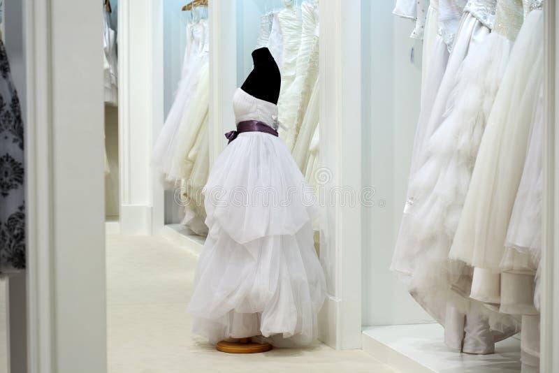La gama de vestidos de boda fotos de archivo libres de regalías