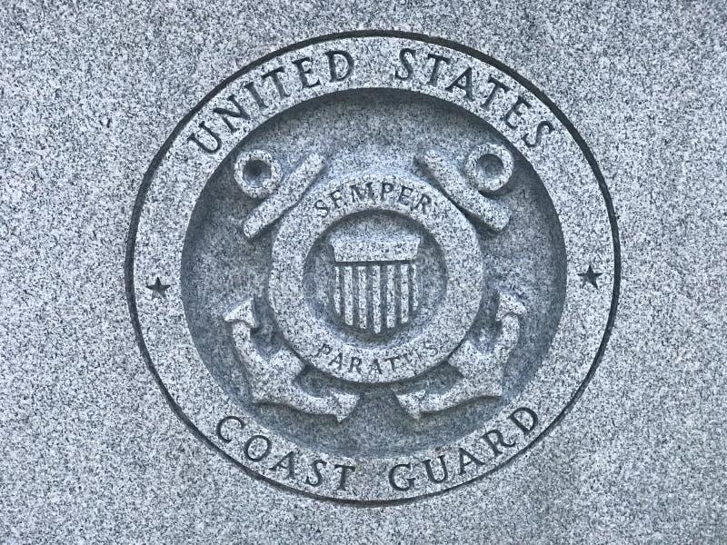 La garde côtière des USA Carved Logo au mémorial à Carolina Veterans du sud des forces armées des États-Unis photos libres de droits