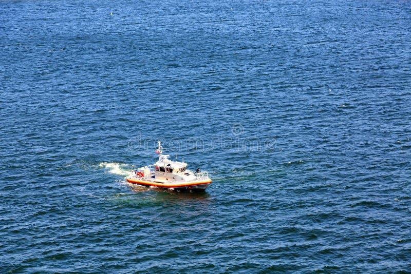 La garde côtière Gun Boat dans le port de Newport image libre de droits