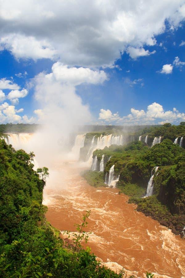 La garganta del diablo de las cataratas del Iguazú, el Brasil, la Argentina fotos de archivo