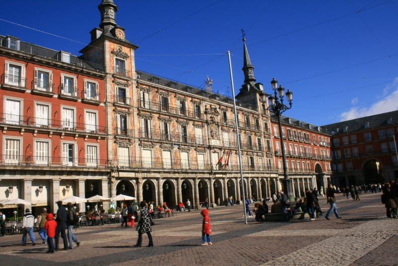 La gente al sindaco della plaza a Madrid fotografie stock libere da diritti