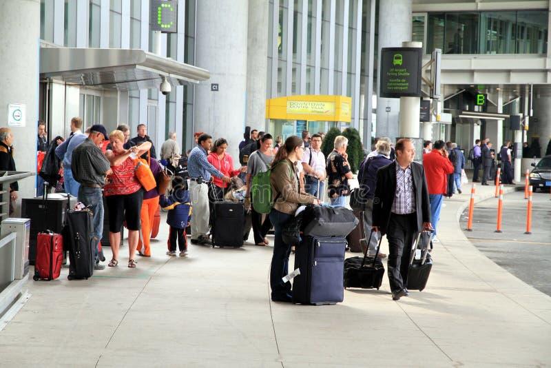 La gente all'aeroporto di Toronto immagine stock