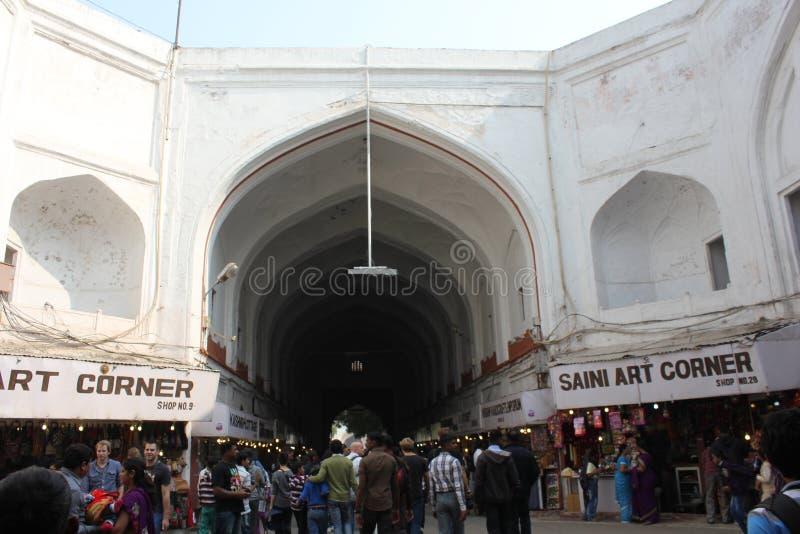 La gente all'entrata rossa di Foret, India immagini stock libere da diritti