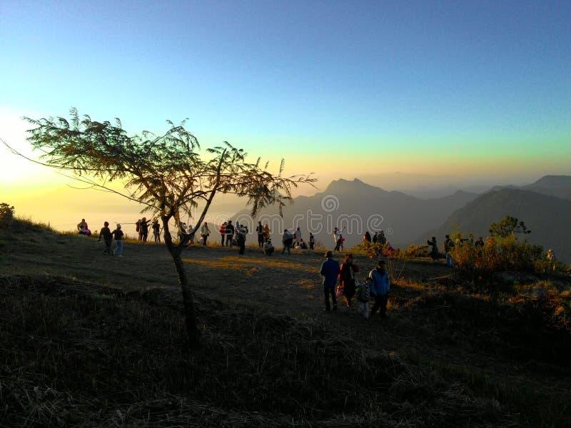La gente alla montagna immagine stock