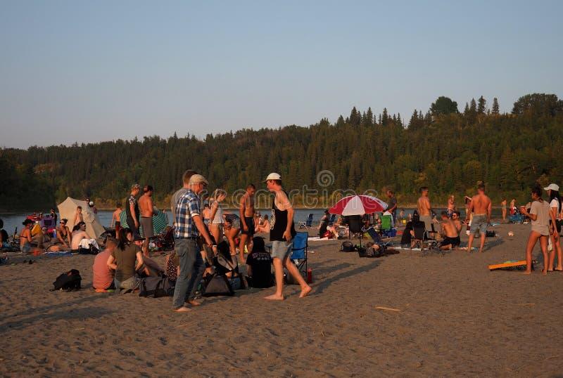 La gente alla spiaggia accidentale Edmonton Alberta fotografie stock
