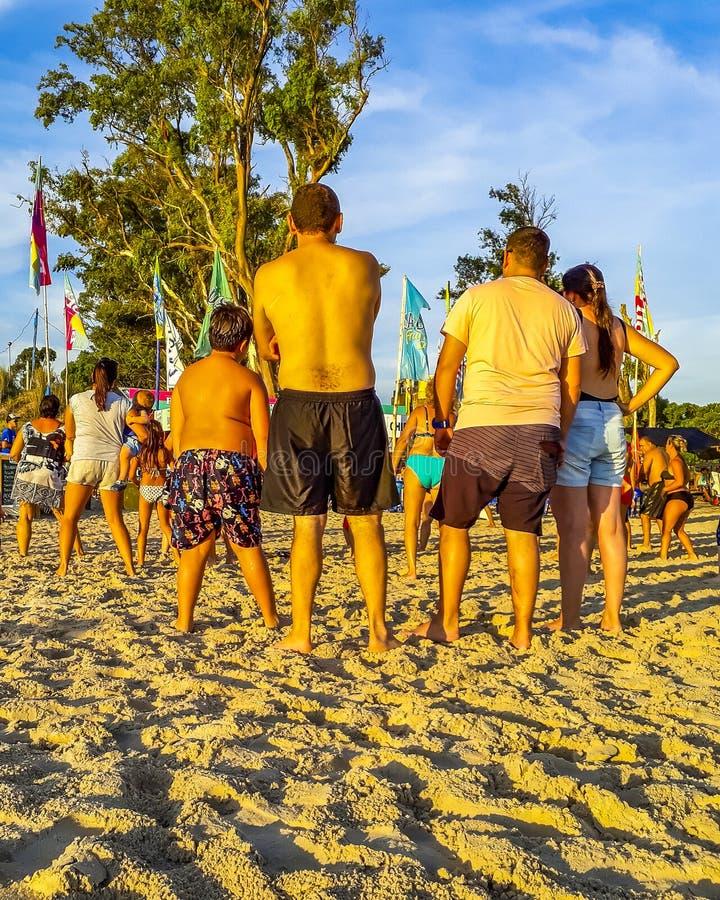 La gente alla spiaggia, Canelones, Uruguay fotografie stock libere da diritti