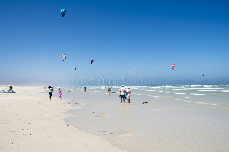 La gente alla spiaggia in Kalk abbaia, S a fotografia stock libera da diritti