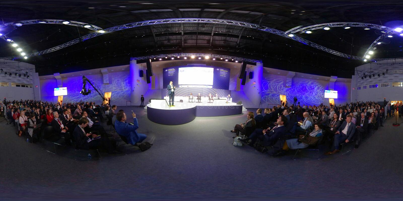 La gente asiste al foro abierto 2017 de las innovaciones foto de archivo
