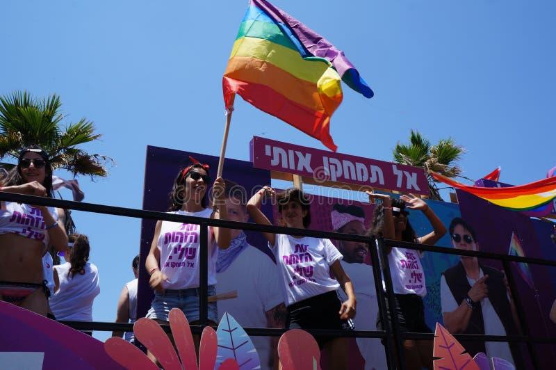 La gente assiste al gay pride immagine stock