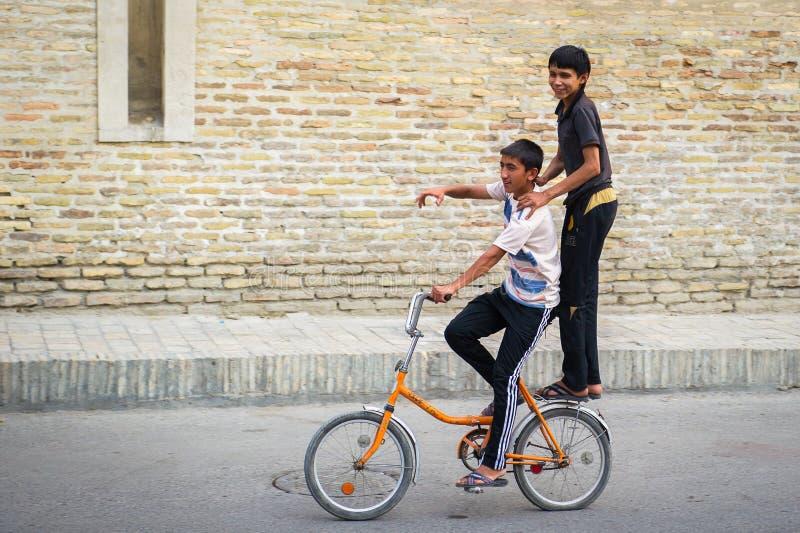 La gente a BUCHARA, l'UZBEKISTAN immagine stock libera da diritti