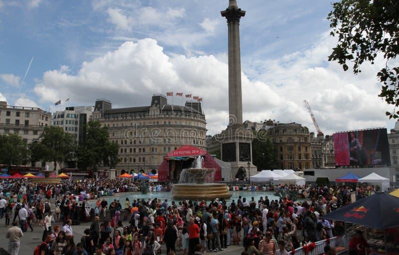 La gente che celebra il festival di Eid in Trafalgar Square immagini stock