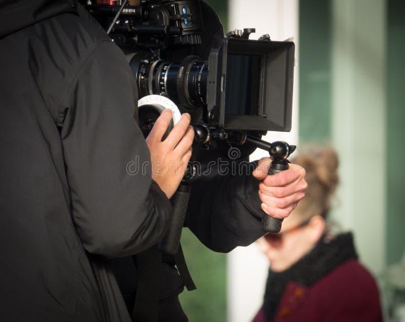 La gente che filma un film fotografie stock