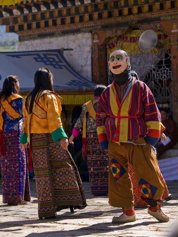 La gente che indossa vestiti tradizionali ad un festival immagini stock libere da diritti
