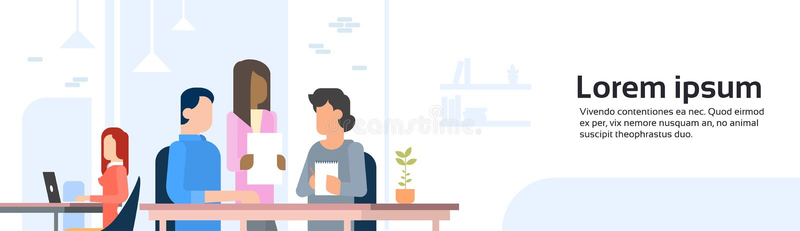 La gente che lavora l'insegna aperta concentrare dello spazio ufficio di Coworking illustrazione vettoriale