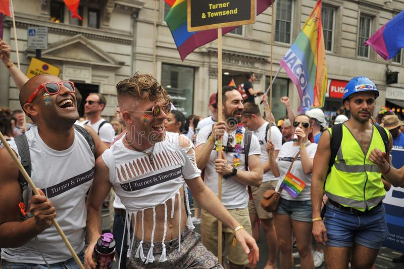 La gente che marcia a Londra al gay pride a Londra, Inghilterra 2019 fotografie stock