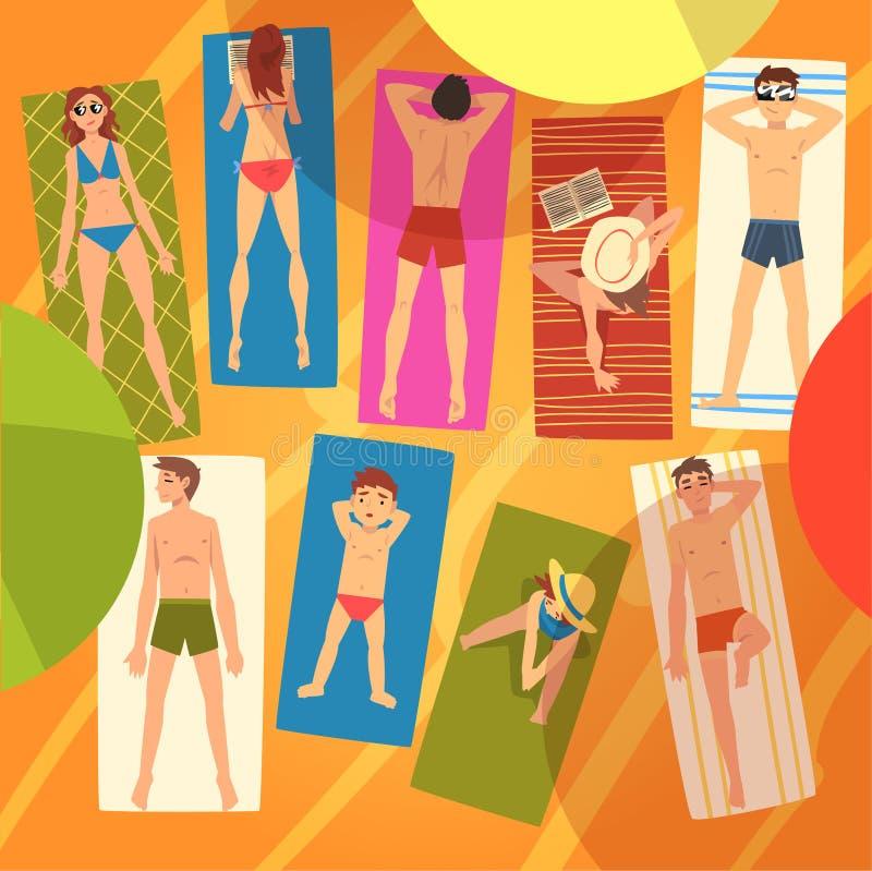 La gente che prende il sole sugli asciugamani su Sunny Beach Set, punto di vista superiore dei giovani e delle donne di menzogne  illustrazione vettoriale